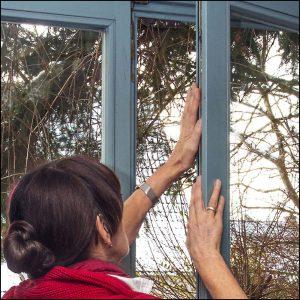 Überprüfen und tauschen alter Fensterdichtungen