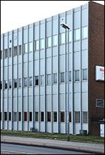Neue Fensterdichtungen in Bürogebäude