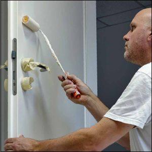 Tür streichen