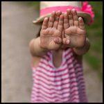 Kinderfinger schützen mit Klemmschutz an allen Türen