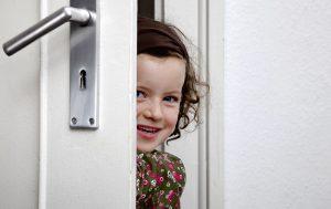 Kind in der Tür - Fingerschutz