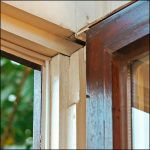 Nachgerüstetes altes Holzfenster