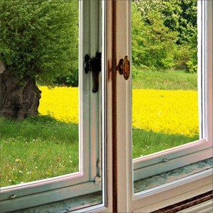 Selbstklebende Dichtung zum Abdichten alter Kastenfenster